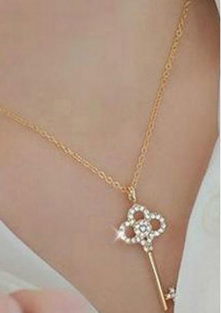 Rhinestone Chain Pendant Necklace