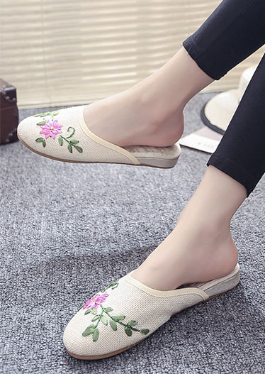 Applique Round Toe Flat Slippers
