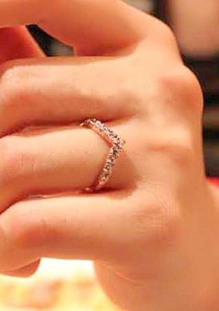 V Shaped Rhinestone Crystal Ring