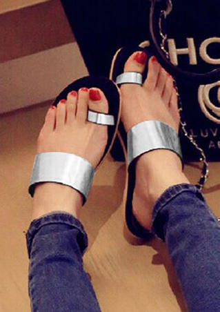 Solid Round Toe Flat Sandals - Silver