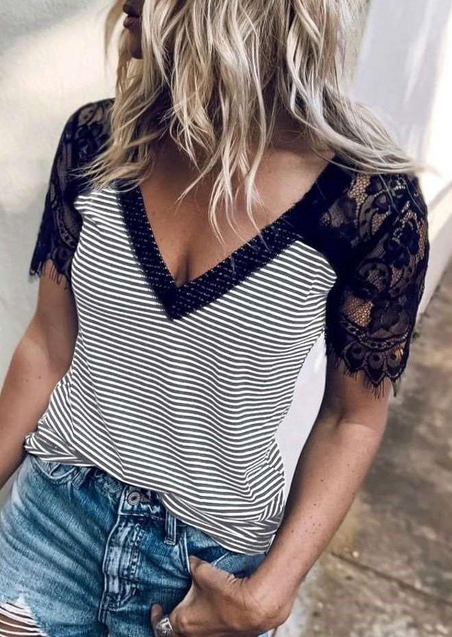 Lace Splicing Striped Blouse without Necklace - Black