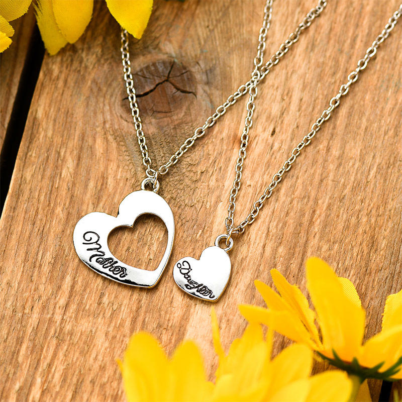 2Pcs Mother Daughter Hollow Out Heart Necklace Set