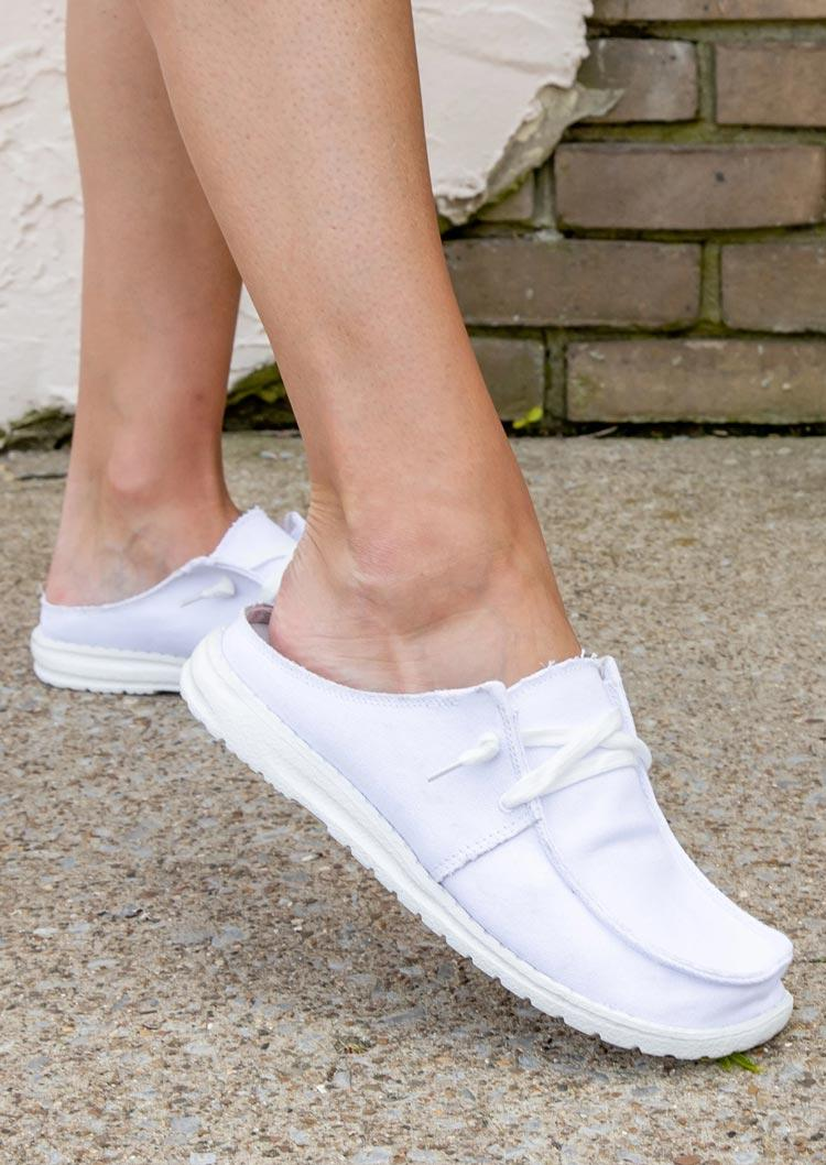 Women's Lace Up Round Toe Flat Sneakers - White